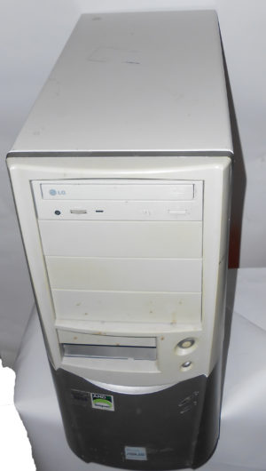 Desktop Memoria Asus 2600+ con Windows XP